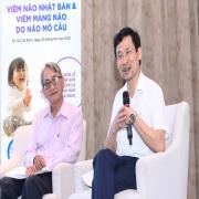 PGS Cao Hữu Nghĩa (trái) và TS Đỗ Thiện Hải (phải) trong buổi tọa đàm liên quan căn bệnh viêm não Nhật Bản và viêm màng não do não mô cầu. Ảnh: Kiều Yến.