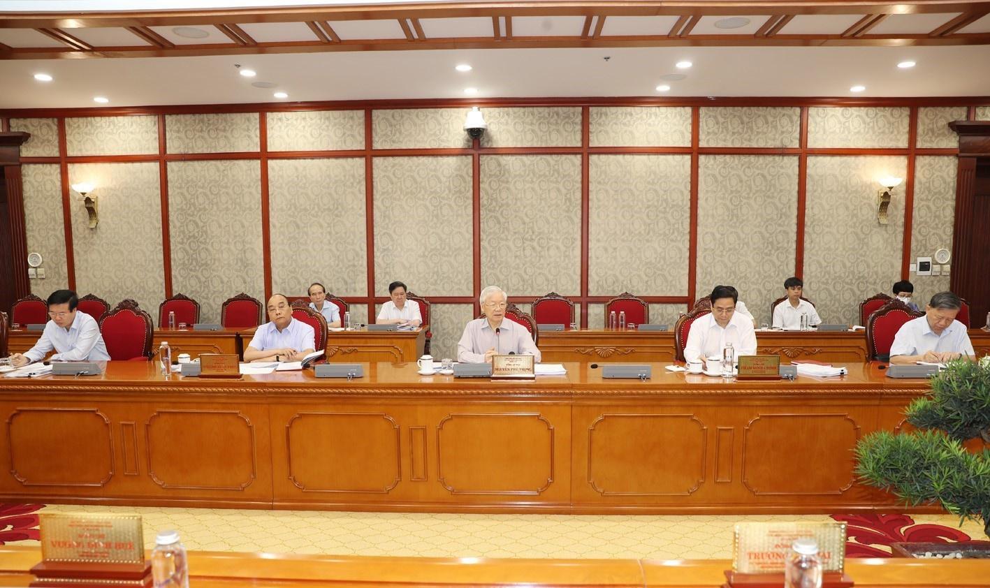 Bộ Chính trị: Xem xét cho tổ chức, cá nhân mua, cung cấp vắc xin ngừa Covid-19