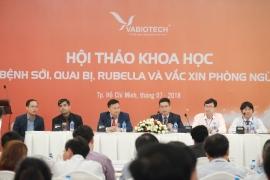 Đại diện Viện Pasteur TPHCM, Viện Huyết thanh Ấn Độ, VABIOTECH và nhà phân phối miền Nam – Công ty CP Vắc xin và sinh phẩm Nam Hưng Việt đang trả lời các thắc mắc của đại biểu tham dự hội nghị